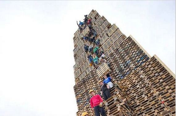 People-Stacking-Thousands