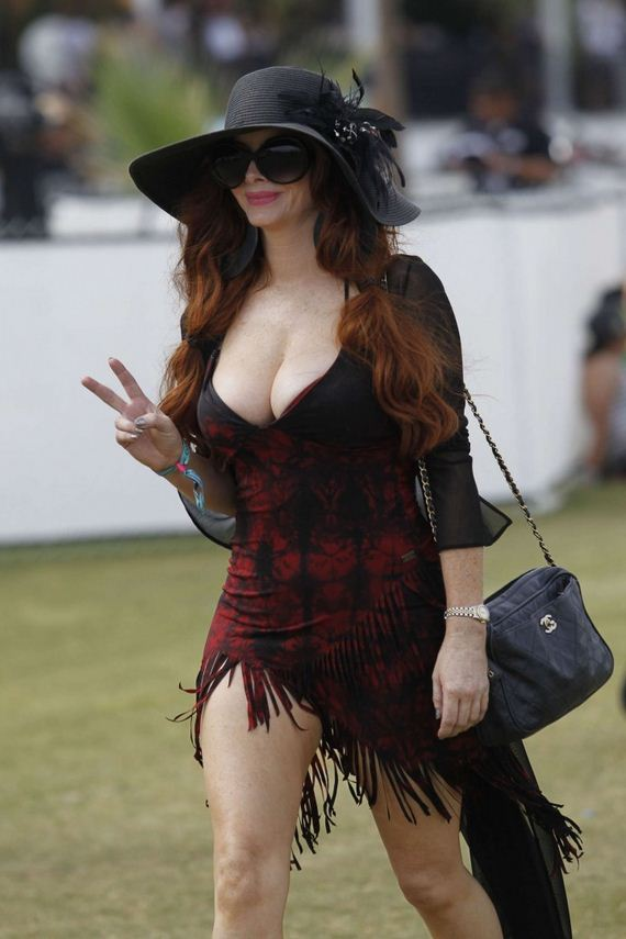 Phoebe-Price-at-Coachella