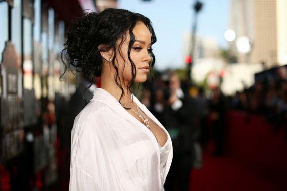 Rihanna-Camel-4