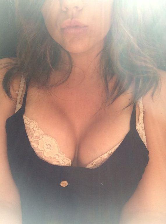 agirls-cleavage-26