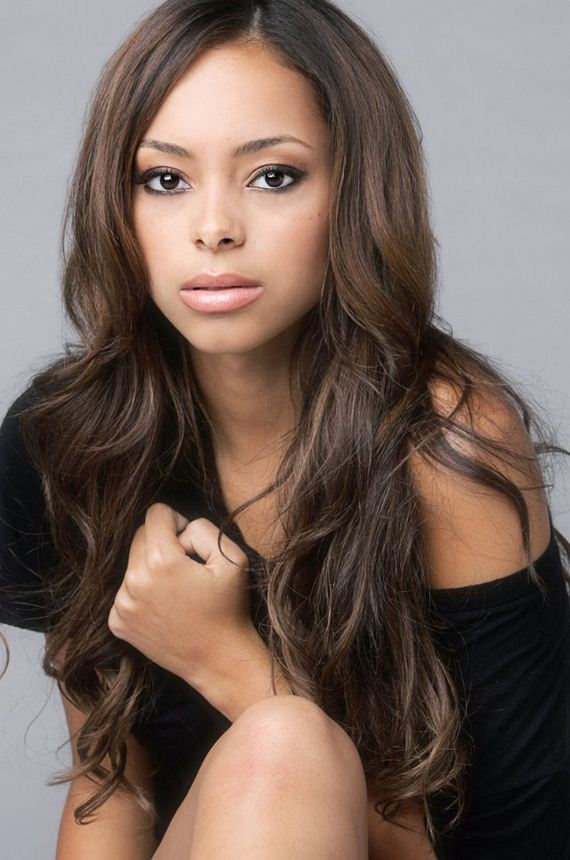 Amber Stevens Is The Complete Package - Barnorama