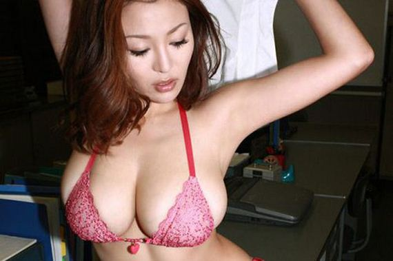 beautiful_busty_girls_24