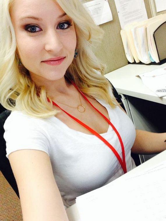 Girls Bored at Work - Barnorama