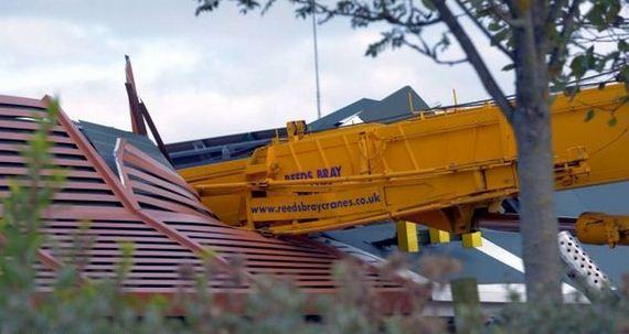 Crane Demolishes The Roof Of A Mcdonald S Restaurant