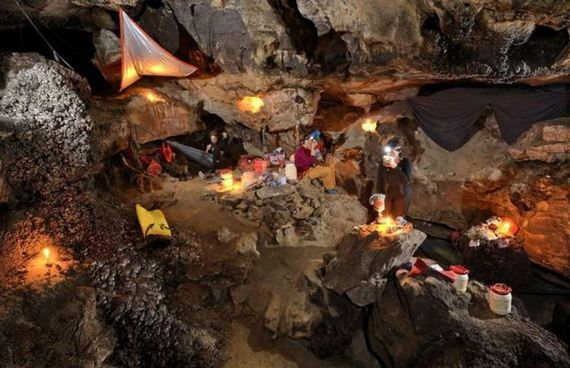 explorers_uncover_an_entire_world_inside_a_cave