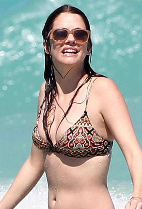 Julie Gonzalo In A Bikini Barnorama