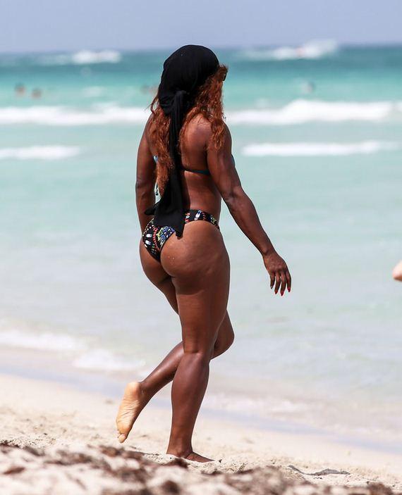 Serena williams fotos bikini beach dog