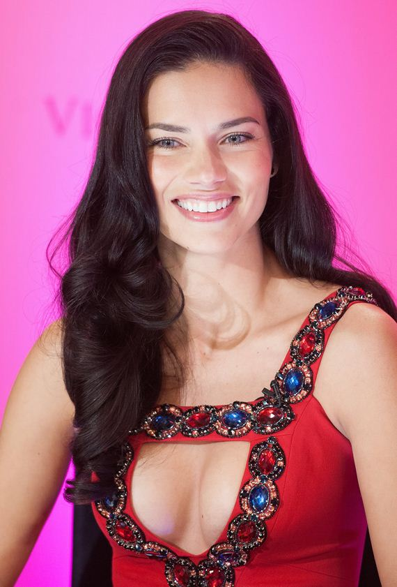 gallery_enlarged-adriana-lima-london