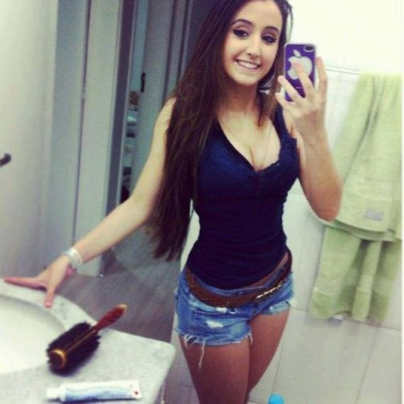 girls_and_mirror