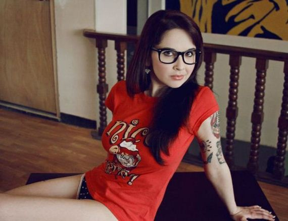 hot_girls_who_make_glasses