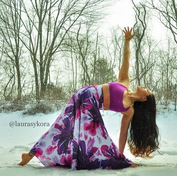 http://www.barnorama.com/wp-content/images/2013/01/hottest_yoga_star/23-hottest_yoga_star.jpg