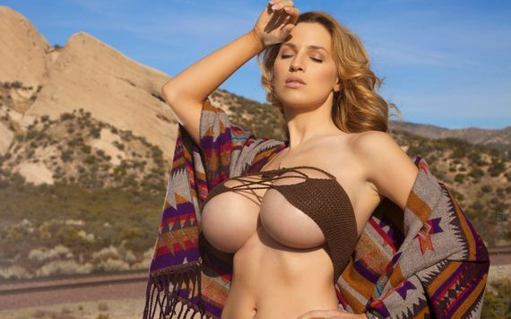 Фото красотка с большой грудью