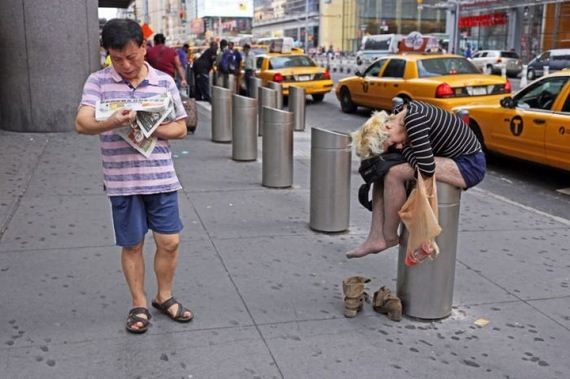 people_on_the_streets_of_ny