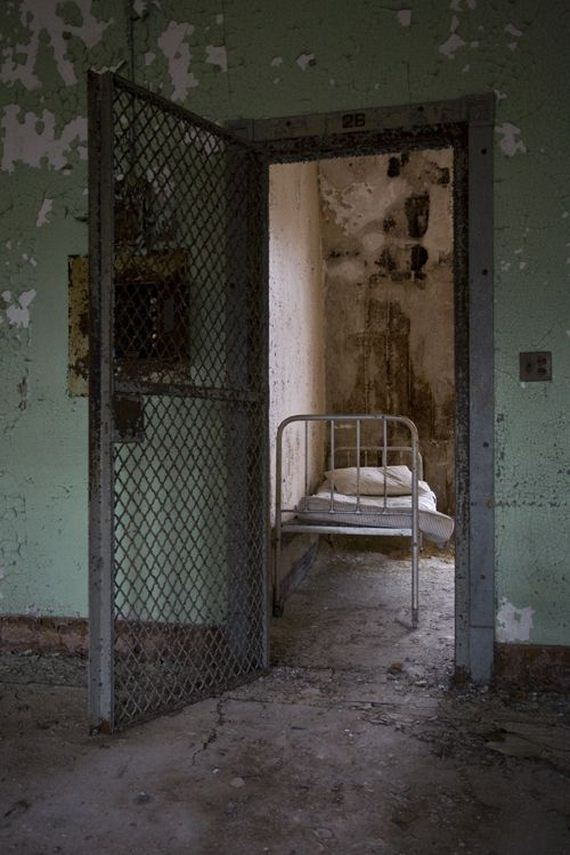 terrifying_asylum_tour_of_the_past