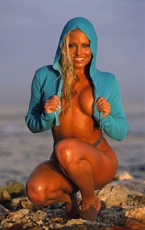 Hottest Photos of Trish Stratus - Barnorama
