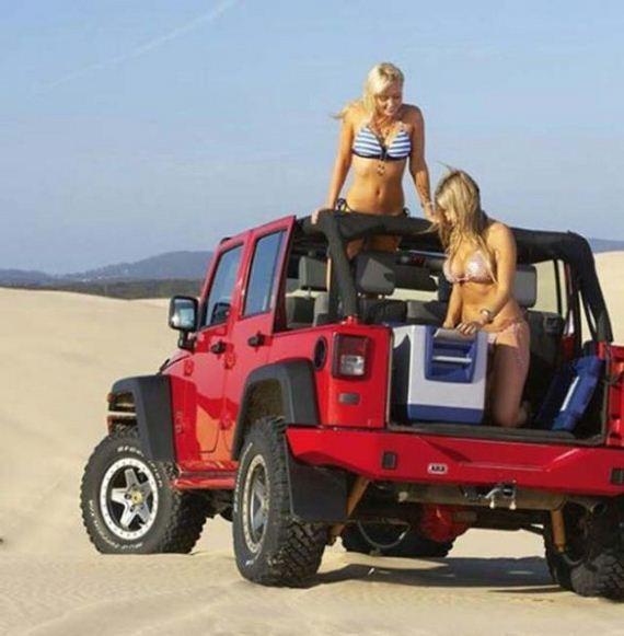 2013 Jeep Wrangler Sport >> Hot girls & Jeeps - Barnorama
