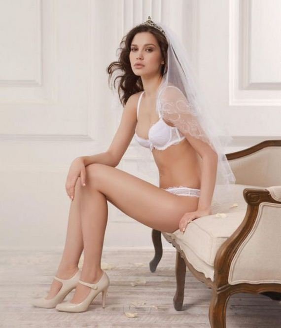 Hot-girls-in-bridal-lingerie