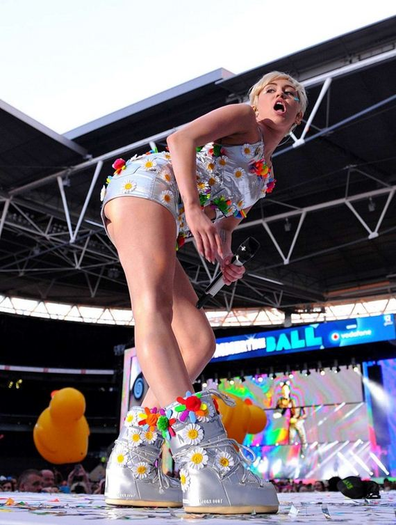 Miley-Cyrus -Performs-at-Capital