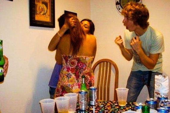 drunk_girls_kissing