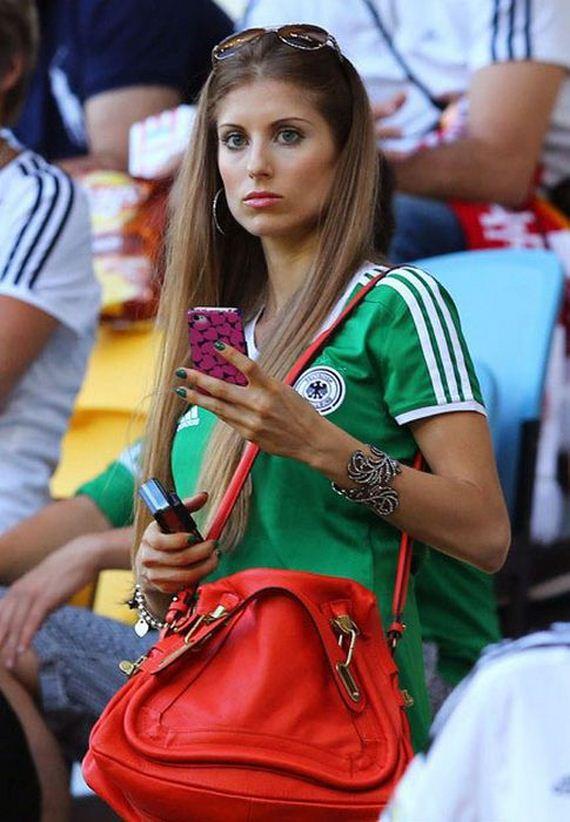 girls_soccer_players