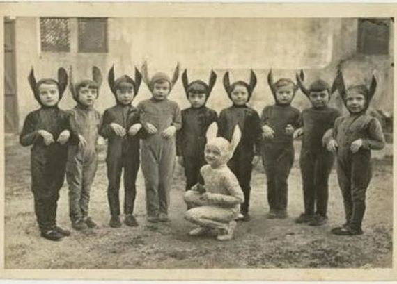 terrifying_vintage_costumes