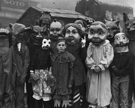 terrifying_vintage_costumes