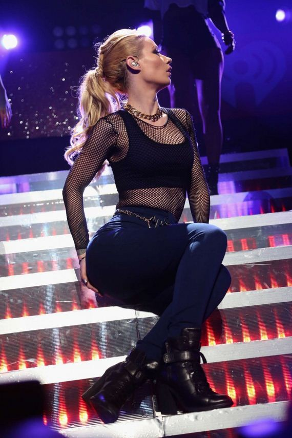Iggy-Azalea -Performs-at-KISS