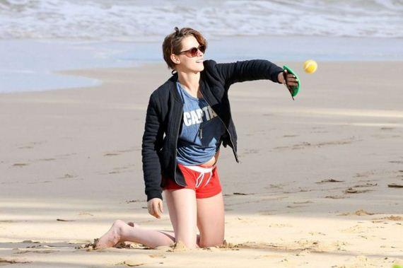 Kristen-Stewart-Booty-in-Red