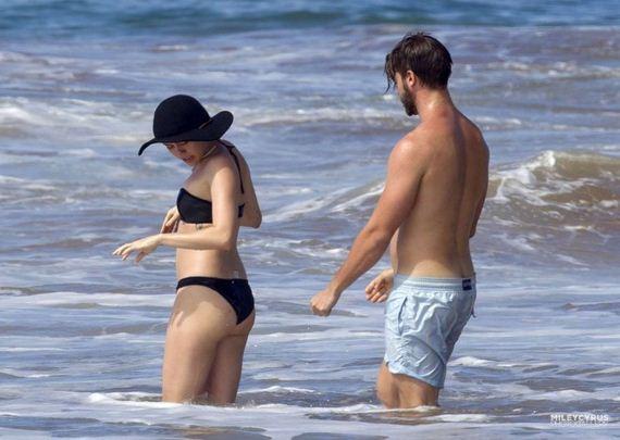 Miley-Cyrus-in-Black-Bikini