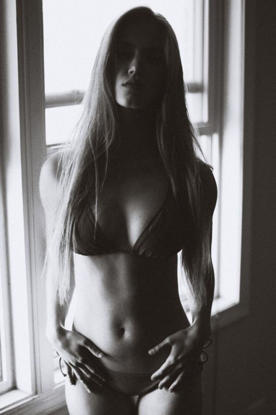 Rachel-Faulkner-in-Bikini