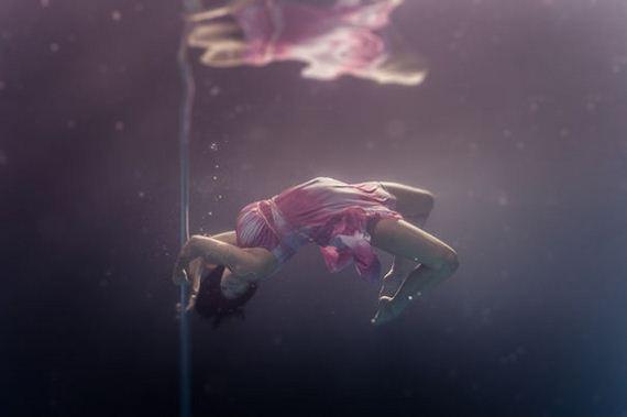 Underwater-Pole-Dancing