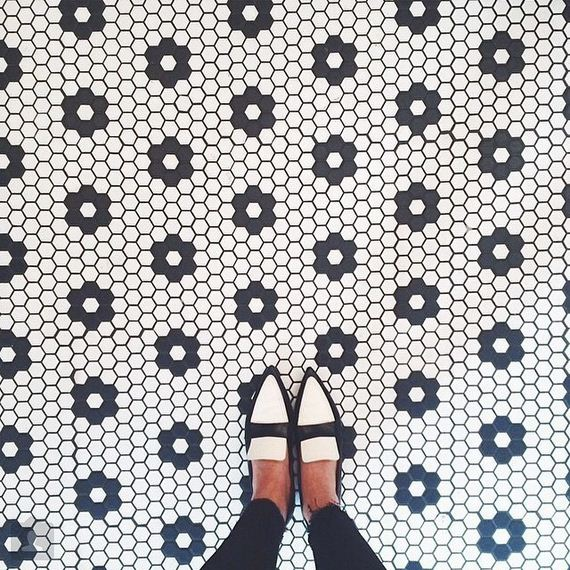 feet-floor-photo