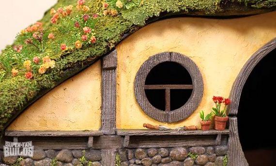 hobbit_cat_litter_box