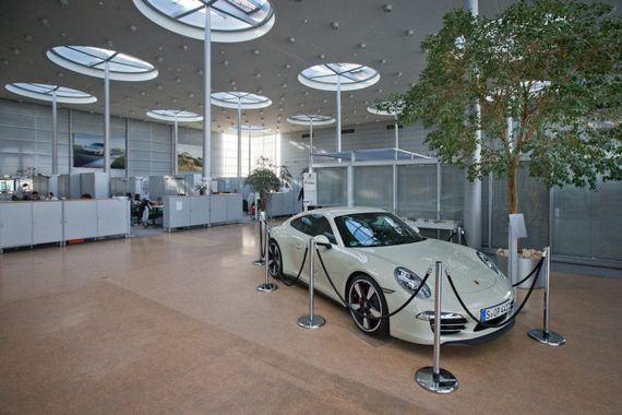 Koleksi Gambar dalam Kilang Kereta Porsche Di Leipzig.