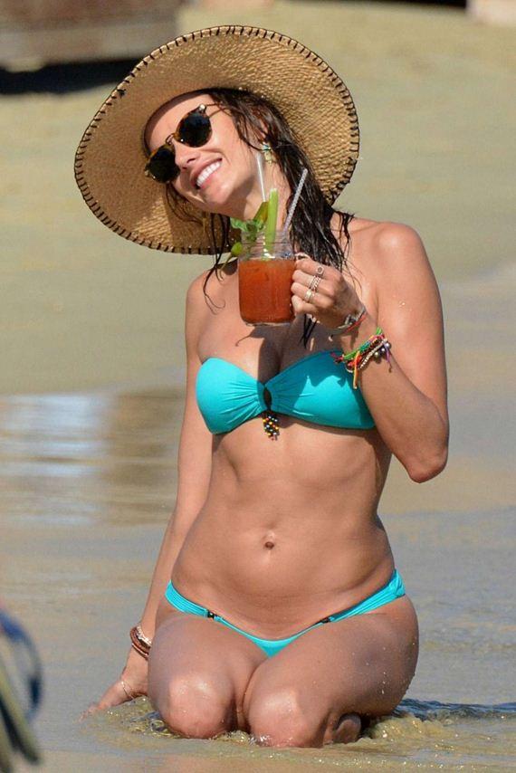Alessandra-Ambrosio-in-Bikini