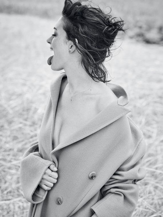 Anne-Hathaway-Glamour