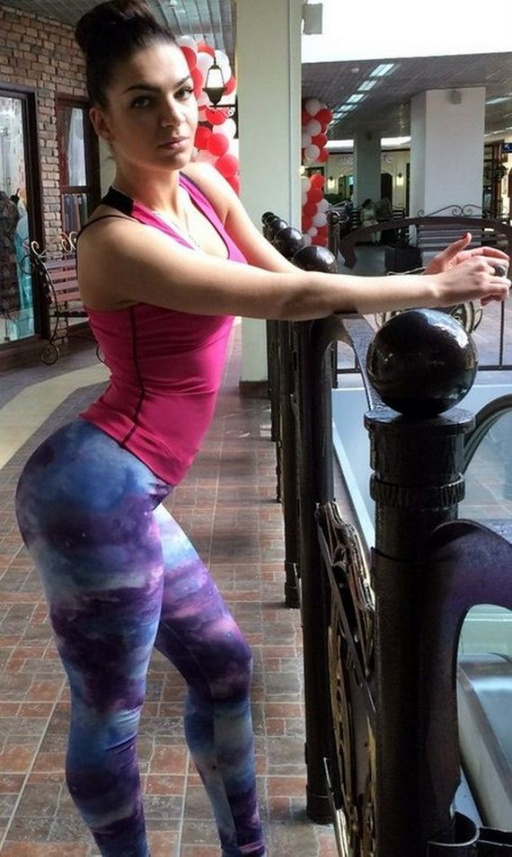 Girls-in-Yoga-Pants-9