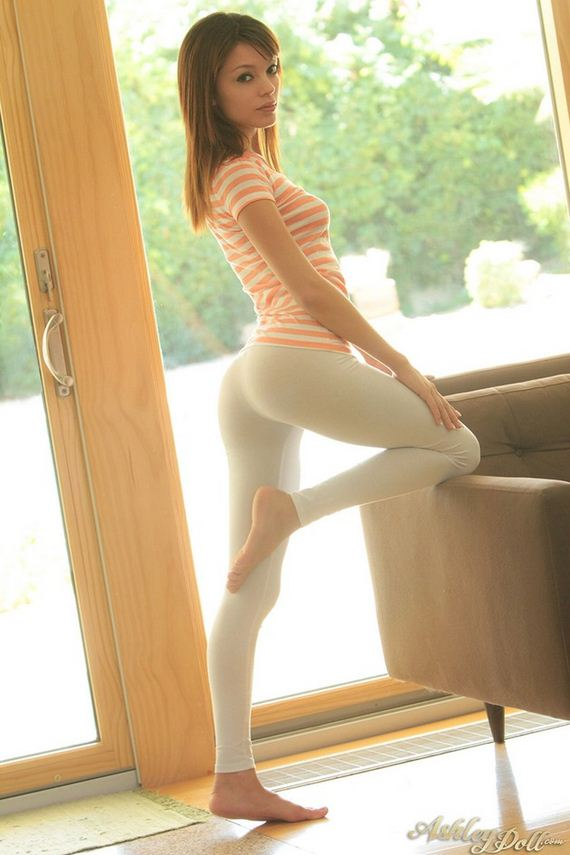 Girls-in-Yoga-Pants