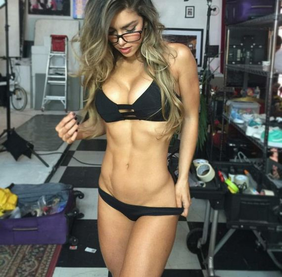 Girls-with-Abs