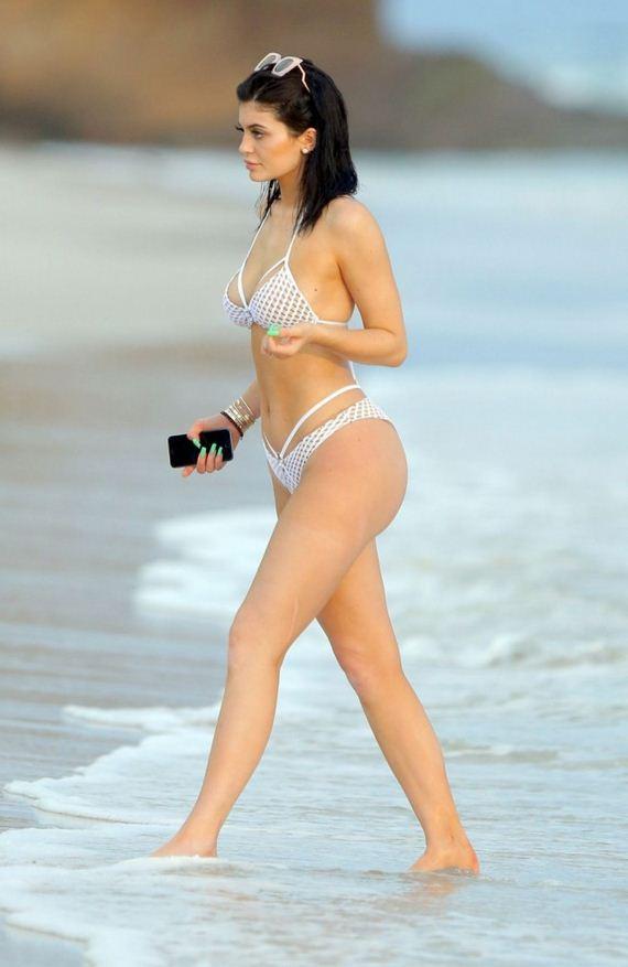 Kylie-Jenner-Hot-in-Bikini