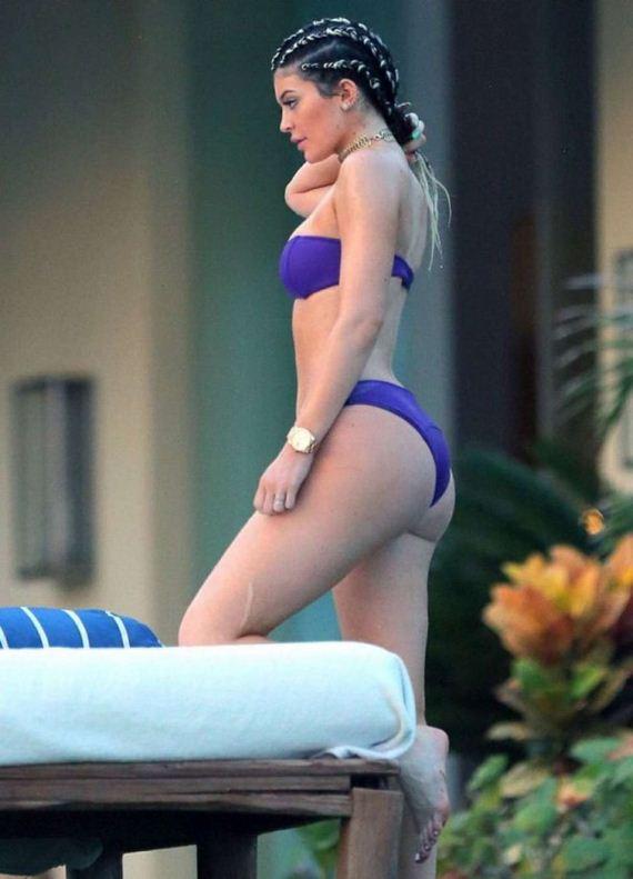 Kylie-Jenner-In-Bikini