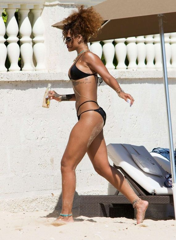 Rihanna-in-Black