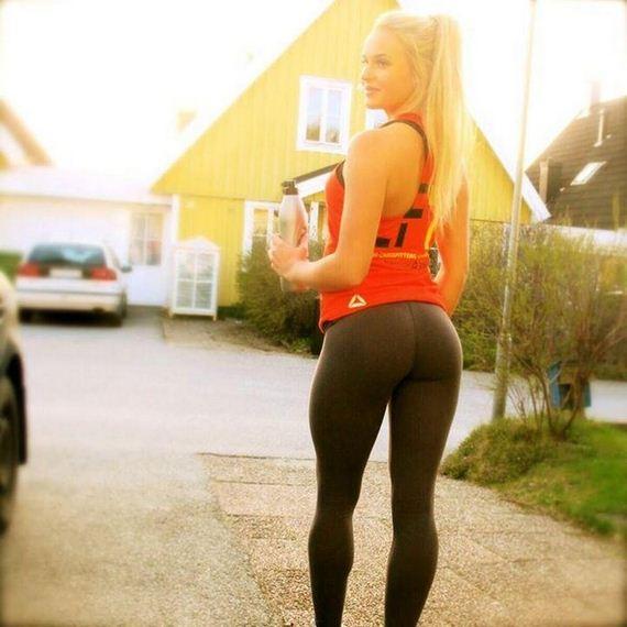 Stunning Girls In Yoga Pants Barnorama
