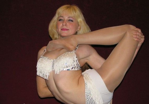 flexible_blonde