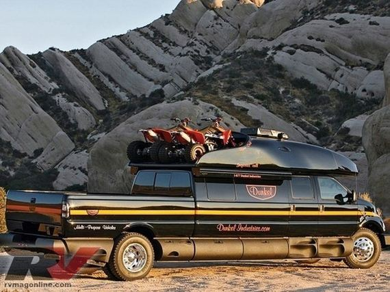 ford_f_750_dunkel_luxury_hauler