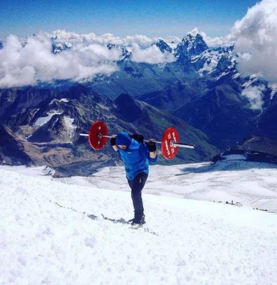 powerlifter-climbs-mountain