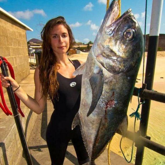 Most Interesting Facts >> The Hottest Spear-Fisherwoman in the World - Barnorama