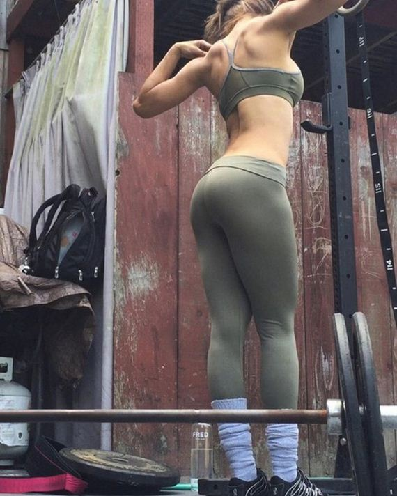 Girls-in-Yoga-Pants-5
