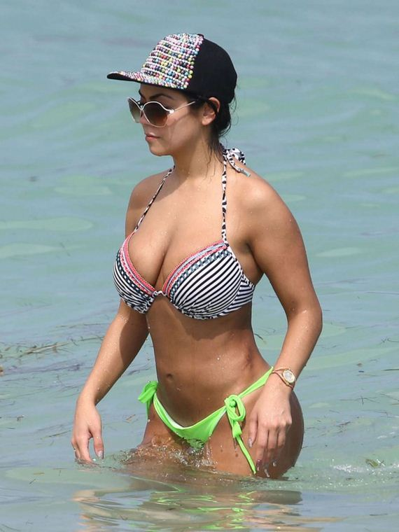 Jennifer-Ruiz-Diaz-in-Bikini