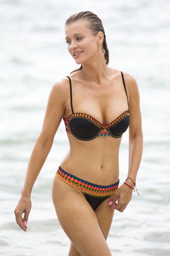 Joanna-Krupa-in-Bikini